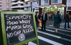 Summer City Radio Windy Mardi Gras on Oriental Parade, Wellington, 15 December 1984